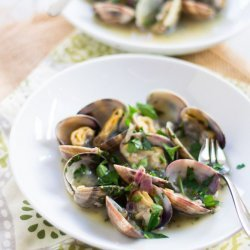 Clams With Green Sauce (Salsa Verde)