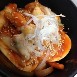 Spicy Korean Rice Cake With Cheese (Cheese Tteokbokki)