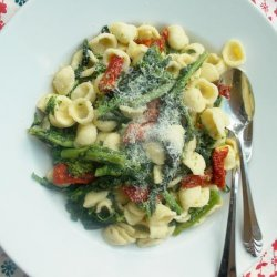Broccoli Rabe With Sun Dried Tomatoes and Orecchiette