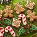 Gingerbread Cookies with Royal Icing (Sandra Lee)