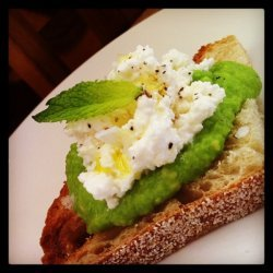 English Pea & Fresh Ricotta Crostini recipe