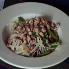 How To Make Thai Green Papaya Salad - Som Tam