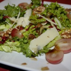 Autumn Salad With Grapes, Walnuts And Parmesan