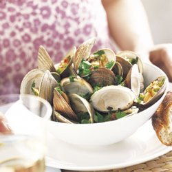 Steamed Clams with Cilantro and Red Pepper