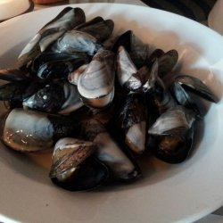 Steamed Mussels in Thai Curry Sauce