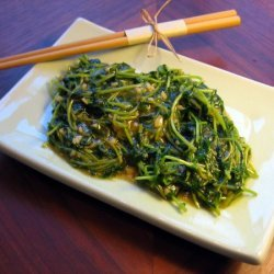 Pea Shoots Stir-fried With Garlic