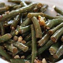 Steamed Green Beans With Walnut Vinaigrette