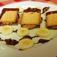 Chocolate Sandwich With Bisquits recipe