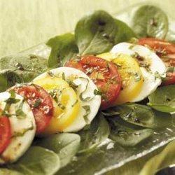 Colorful Tomato 'n' Mozzarella Salad