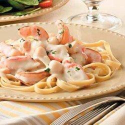 Alfredo Seafood Fettuccine