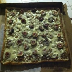 Fresh Fig, Caramelized Onion and Goat Cheese Gourmet Pizza